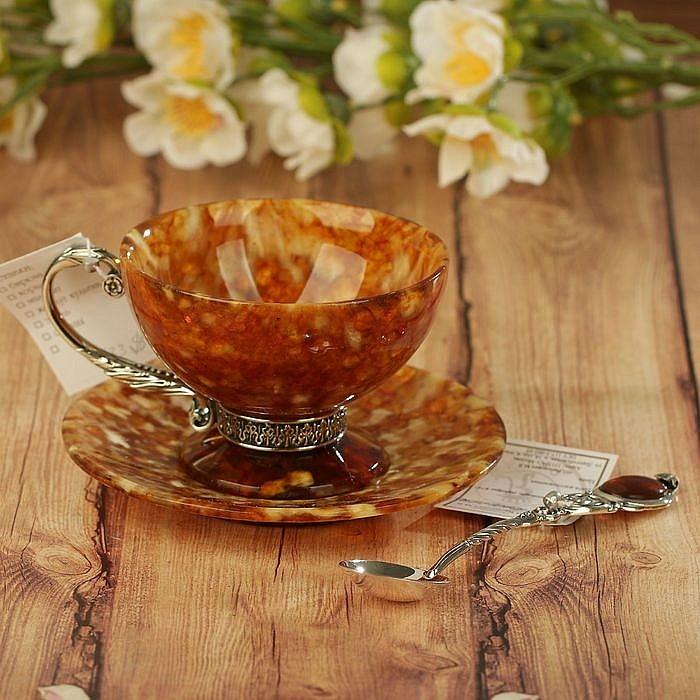 чашки и сувениры из янтаря